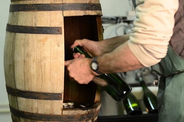 Attention on ouvre : dégorgement champagne La Gourmet Box coffret cadeau vin