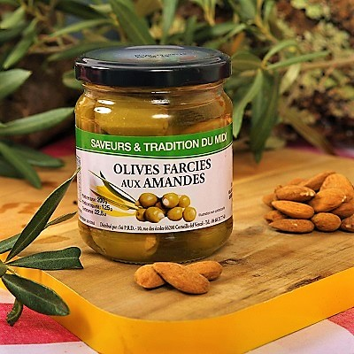 Almond-stuffed olives catalan gourmet gift box by la Gourmet Box